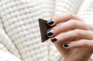 Czy paznokcie żelowe czarne pasują każdemu?