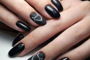 Bardzo mocne biało czarne paznokcie