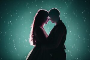 Zaklęcia miłosne – czy możliwe jest zdobycie miłość za sprawą magii?
