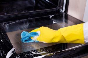 Czy wiesz jak wyczyścić piekarnik sodą?