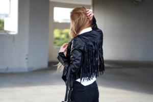 Ramoneska z frędzlami – z czym powinnyśmy ją nosić?