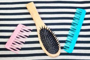 Czy wiesz jak wyczyścić szczotkę do włosów?