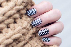 Łatwe wzorki na paznokcie dla początkujących – skorzystajmy z poradnika
