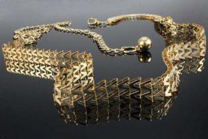 Złoty pasek do sukienki – jak go dobrać?
