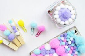 Kolorowe pomponiki. Pomysły na kreatywne zabawy dla dziecka