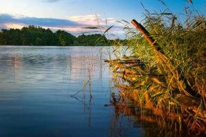 Najczystsze jeziora w Polsce. 5 kierunków na wypoczynek nie tylko latem, ale i poza sezonem