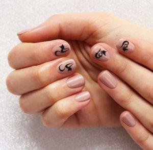 Naklejki na paznokcie – czy warto z nich korzystać?
