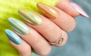 Czym są efekty holo na paznokciach?