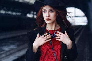 Czy wiesz jakie pasują paznokcie do czerwonej sukienki?